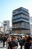 TOKYO -NOV 21: Unidentified tourists around Asakusa Culture Tourist Center in Tokyo, Japan — Stock Photo