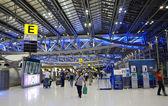BANGKOK, THAILAND- NOV 21 : Passengers walking in Suvarnaphumi Airport, Bangkok — Stock Photo
