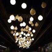 Lampes décorées sur plafond — Foto Stock