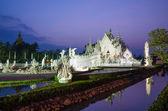 Twilight time de wat rong khun en chiangrai, tailandia — Foto de Stock