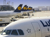 Lufthansa planes — Stock Photo