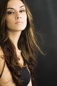 美丽的黑发女孩 — 图库照片