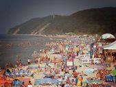 Tourists on the beach — Stock Photo