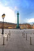 Paříž, vendome náměstí mezník na západ slunce. francie — Stock fotografie