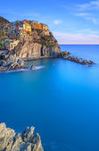 Manarola, rocks and sea at sunset. Cinque Terre Park, Italy — Stock Photo