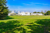 Greenwich Park, Maritime Museum and London skyline on background — Stock Photo
