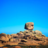 Tregastel, the dice rock in pink granite coast, Brittany, France. — Stock Photo