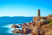 Coucher du soleil de phare de ploumanach dans la côte de granit rose, bretagne, france. — Photo