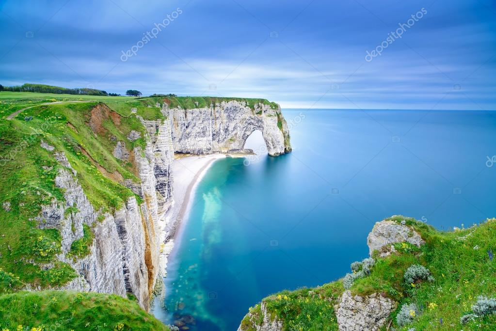 Фотообои Etretat, Manneporte natural rock arch and its beach. Normandy, F