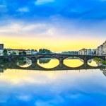Carraia medieval Bridge on Arno river, sunset landscape. Florenc — Stock Photo #27795197
