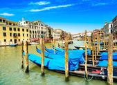 Venice grand canal, gondolas or gondole and Rialto bridge. Italy — Stock Photo