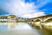 Amboise, village, bridge and medieval castle. Loire Valley, France — Stock Photo