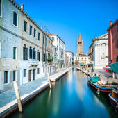 Venice San Barnaba cityscape, water canal, church and boats. Ita — Stock Photo