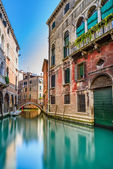 Venice cityscape, water canal, bridge and traditional buildings. Italy — Stock Photo