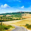 Tuscany, road to Pienza medieval village. Siena, Val d Orcia, Italy — Stock Photo