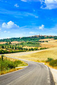 Tuscany, road to Pienza medieval village. Siena, Val d Orcia, Italy — Stock Photo