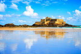 Saint Malo Fort National and beach, low tide. Brittany, France. — Stock Photo