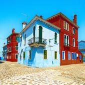 Marco de veneza, burano ilha rua, coloridas casas, itália — Fotografia Stock