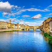 Ponte Vecchio landmark on sunset, old bridge, Arno river in Florence. Tuscany, Italy. — Stock Photo