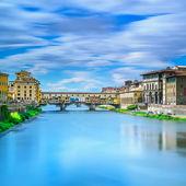 Ponte Vecchio landmark on sunset, old bridge, Arno river in Florence. Tuscany, Italy. — Stock Photo