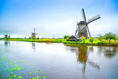 Windmills and canal in Kinderdijk, Holland or Netherlands. Unesco site — Stock Photo