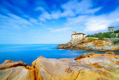 Boccale castle landmark on cliff rock and sea. Tuscany, Italy. — Stock Photo