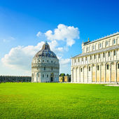Pisa, Miracle Square. Bapstistry and cathedral Duomo. Tuscany, Italy — Stock Photo