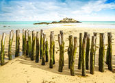 Saint Malo Fort National and poles, low tide. Brittany, France. — Stock Photo