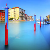 Poles and soft water on Venice lagoon in Grand Canal. Long exposure. — Stock Photo