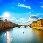 Santa Trinita Bridge on Arno river, sunset landscape. Florence, — Stock Photo