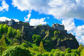 Edinburgh old town on the rocks, Scotland, Uk. — Stock Photo