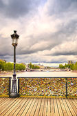 Love padlocks on Pont des Arts bridge, Seine river in Paris, Fra — Stock Photo