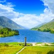 Glenfinnan Monument and Loch Shiel lake. Highlands Scotland Uk — Stock Photo #41856307