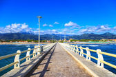 Pier, beach and Apuane mountains in Forte dei Marmi Versilia Tus — Stock Photo