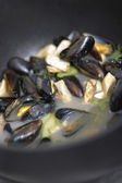 Mussels in a cooking pot — Stock Photo