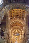 モンレアーレ (パレルモ)、その黄金のモザイクでインテリアの大聖堂 — ストック写真