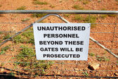 Warning sign on fence in Australia — Stock Photo