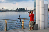 Photographer at waterfront in Singapore — Stock Photo