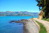 Drogi wzdłuż wybrzeża morza pagórkowaty — Zdjęcie stockowe