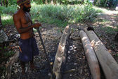 Man bygger kanot — Stockfoto