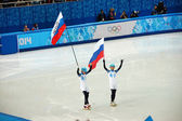 Short-trek speed skating Russian winners with flags at XXII Wint — Stock Photo