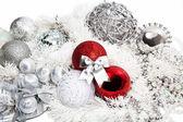 Rot und silber weihnachtsschmuck — Stockfoto