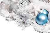 青いボールと銀の花クリスマス組成 — ストック写真