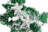 Yeşil tinsel üzerinde noel parlak yıldız — Stok fotoğraf