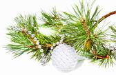 新的一年的作文与杉木树分支和白球 — 图库照片