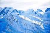 Paisagem de alpes suíços com neve azul — Foto Stock