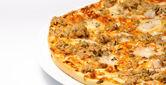 Pizza with tuna — Stock Photo