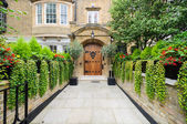 Rich london mansion entrance — Stock Photo