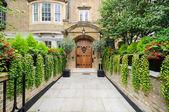 Rich london mansion entrance — Stock Photo