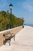 Grado, Italy: Promenade along the sea — Stock Photo